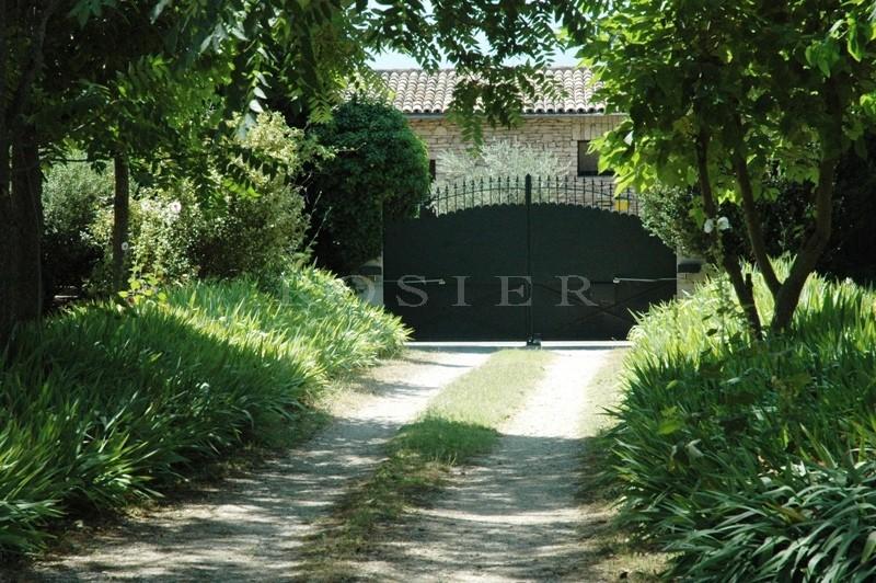 Authentique mas  face au Luberon en coeur de village