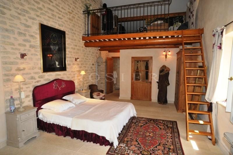 Maison en pierres sur 1,6 hectares  en Luberon