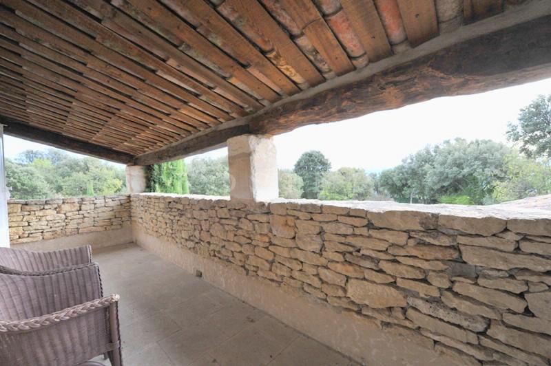 Maison revêtue de pierres sèches  à proximité de Gordes