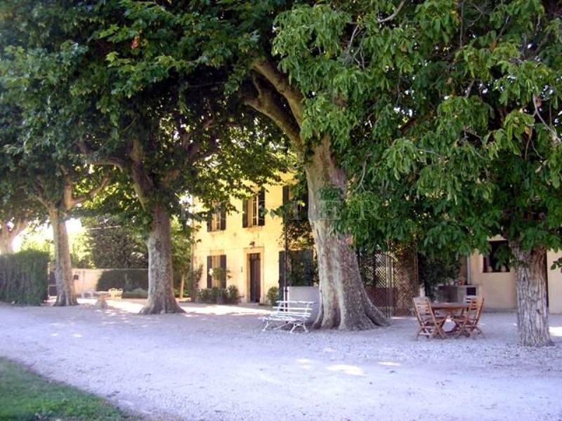 Mas provençal restauré  entre Avignon et le Luberon