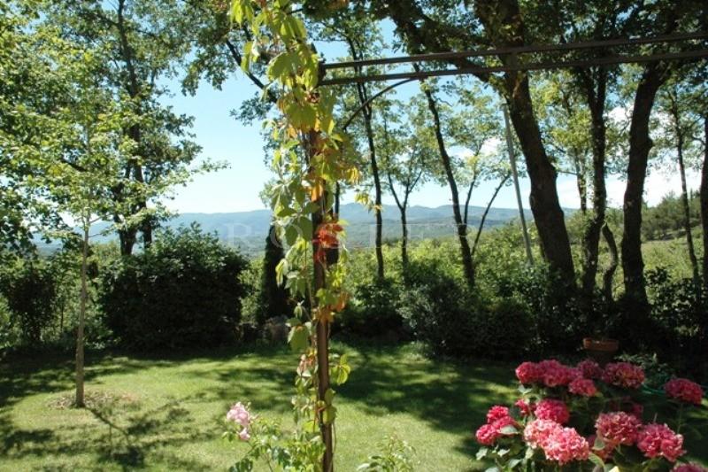 En Provence, au coeur du Luberon,  bergerie entièrement rénovée et agrandie à vendre,  avec piscine et superbe terrain arboré