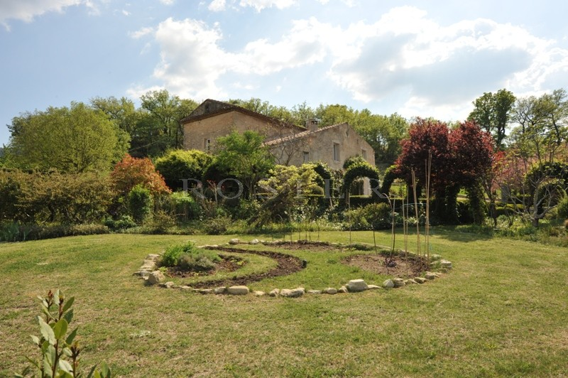 Authentique mas à l'orée d'un village perché  du Luberon