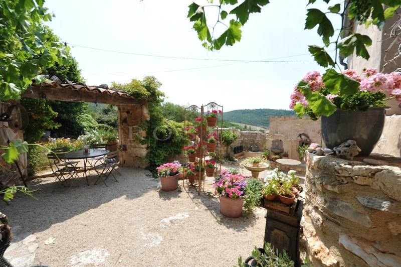 Bergerie du 16ème siècle sur 10 hectares avec vue dominante  sur le Mont Ventoux