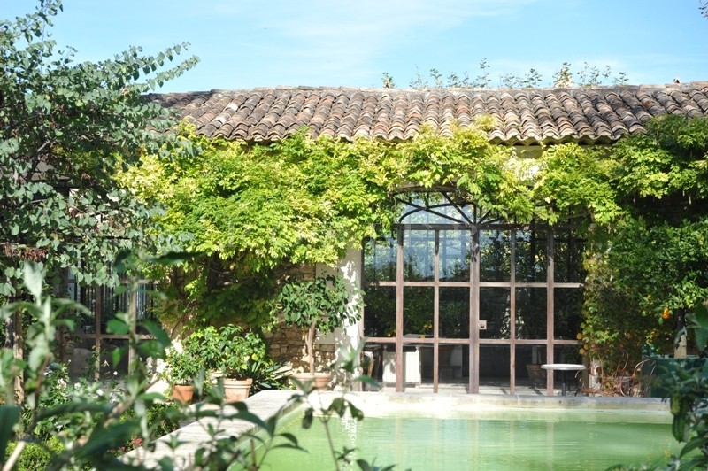Maison de Hameau  en Luberon  avec bassins et dépendances