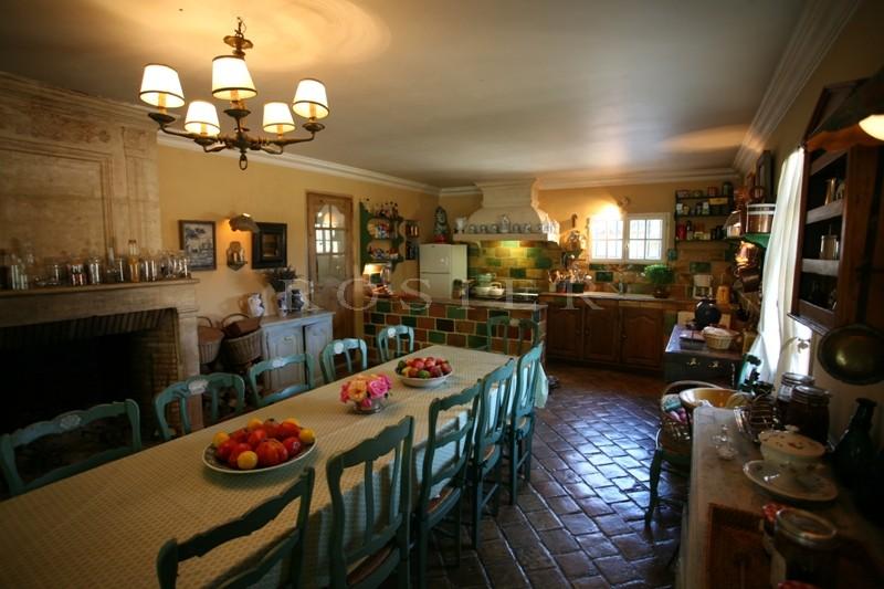 Face au Luberon,  grand mas de famille en vente