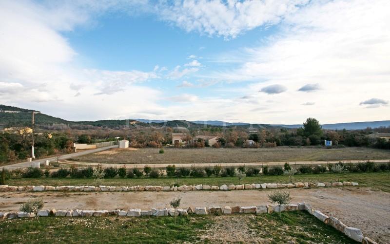 En Provence, à vendre,  jolie maison récente entre le Luberon et les Monts de Vaucluse  avec d'agréables vues