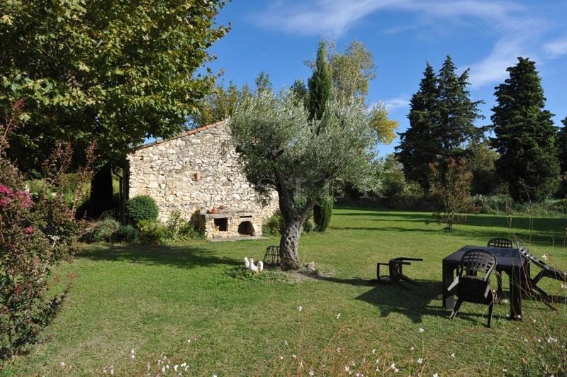 Mas ancien plein de charme proche Luberon, dans le secteur des Sorgues