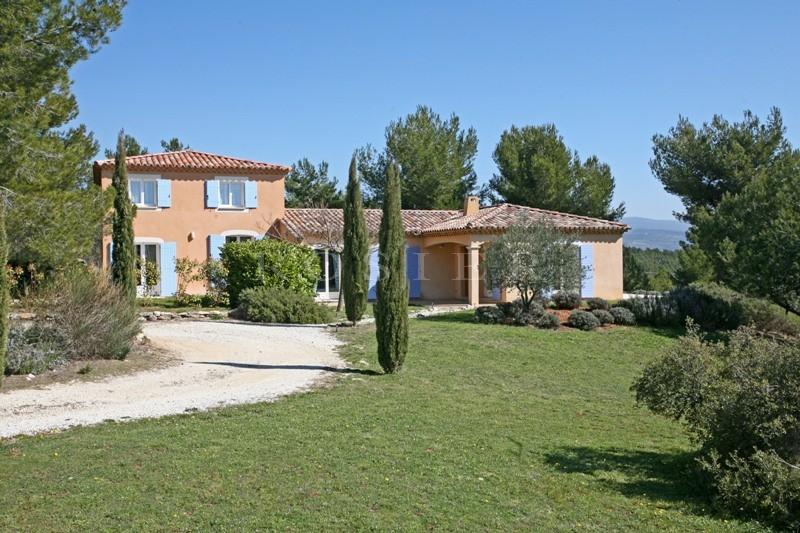 Maison de deux habitations face au Luberon avec piscine