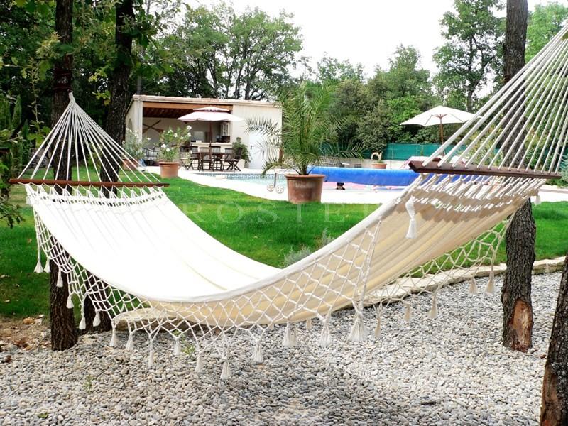 Maison récente en Luberon, avec piscine et terrain clos.