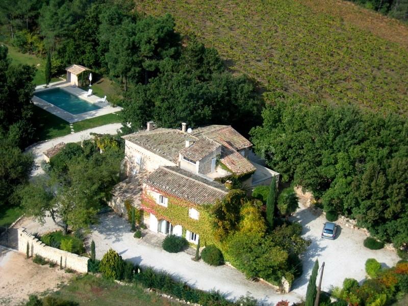 VENDU PAR L'AGENCE  à vendre, superbe mas du XVIIème siècle,  entièrement restauré et agrémenté d'un beau jardin méditerranéen et d'une piscine