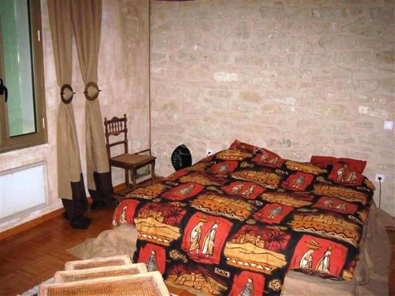 En vente,  mas provençal avec jardin et piscine,  situé entre le Luberon et le mont Ventoux.