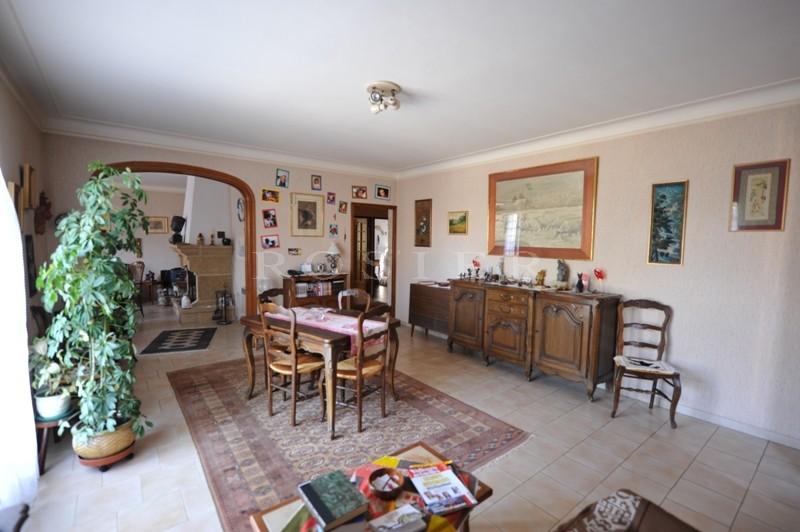 Maison de plain pied dans le Luberon sur un terrain paysagé