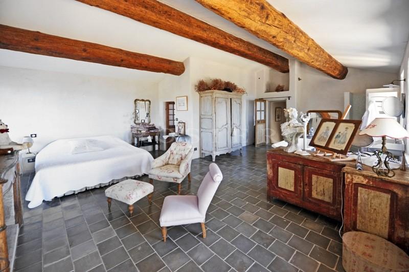 Maison de charme  face au Luberon, en position dominante