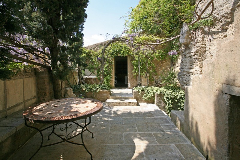 Ventes luberon vendre tr s originale maison de village partiellement troglodyte r nov e - Maison jardin smoby occasion nice ...