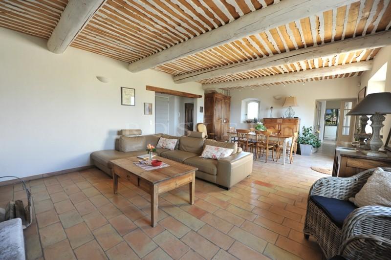 Maison en pierres avec piscine dans la vallée du Luberon