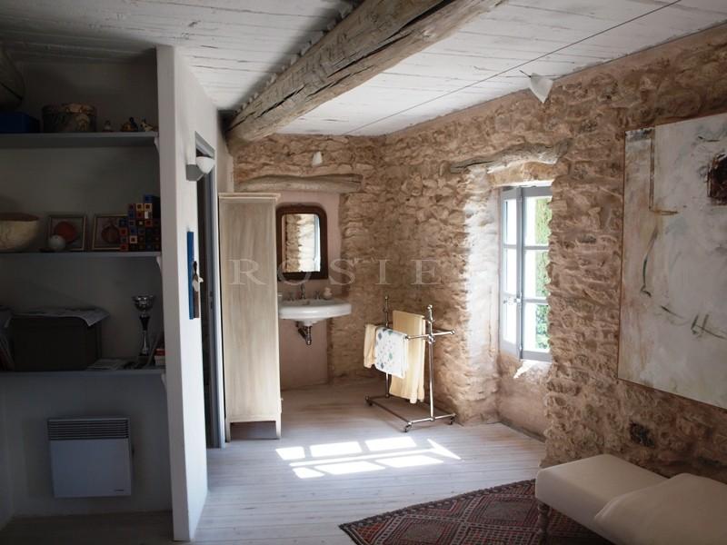 Maison de hameau en pierres