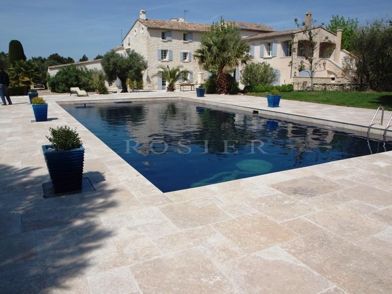 Ventes maison avec piscine proche luberon agence rosier for Camping luberon avec piscine