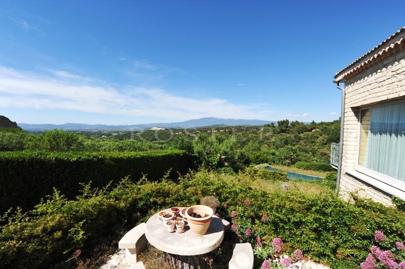 villa au coeur d'un joli village, entre mont Ventoux et Luberon, avec superbes vues !
