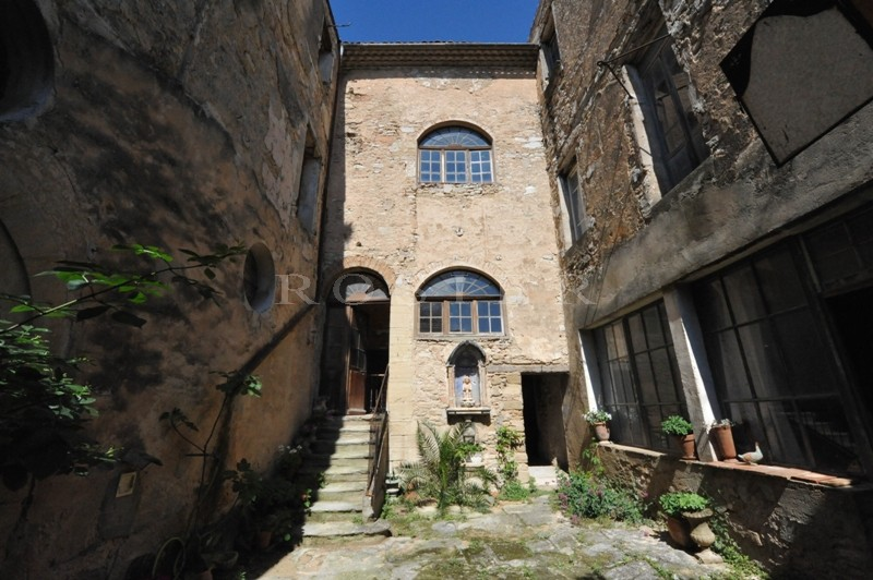 Authentique Hôtel Particulier dans un village proche du Mont Ventoux