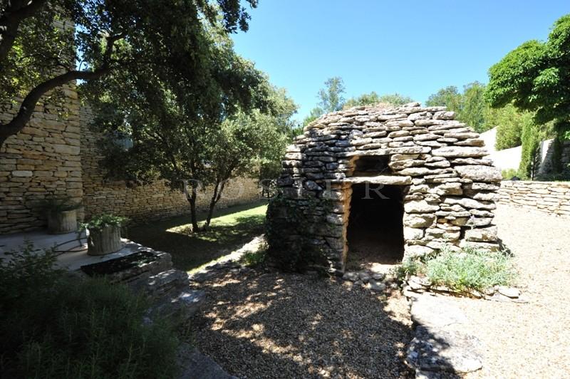A vendre dans le triangle d'or du Luberon,  sur les hauteurs, propriété en pierres avec piscine en terrasse,  vues imprenables plein sud