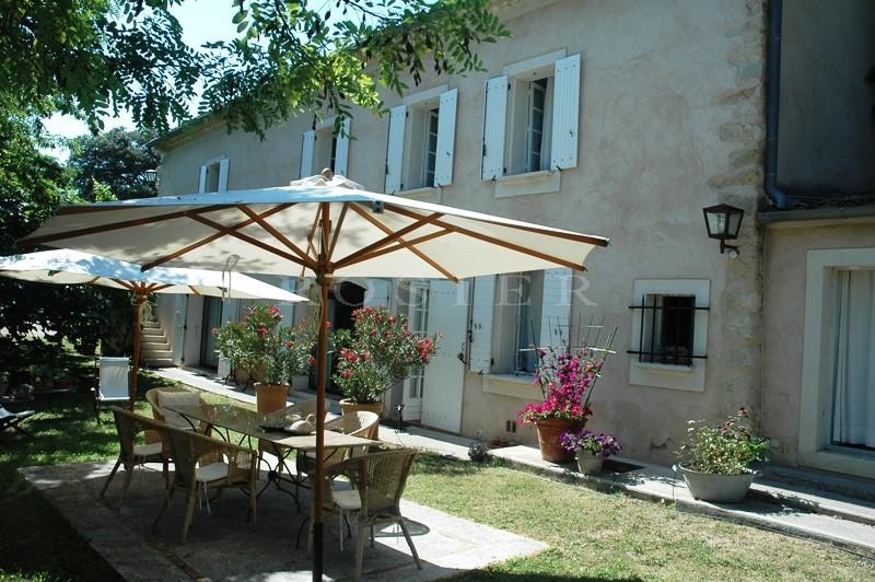 Luberon, à vendre,  bergerie du XVIIIème siècle, rénovée,  sur 4 hectares, avec une oliveraie, une piscine, une vue et une belle terrasse
