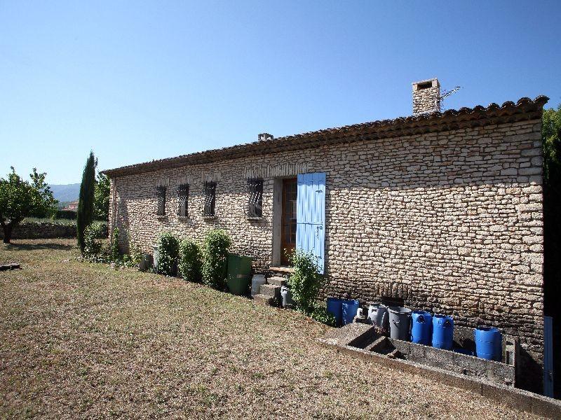Maison en pierres  proche d'un village perché du Luberon