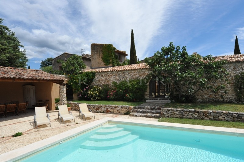 ventes grande maison de hameau dans le luberon avec piscine en bassin et pool house am nag. Black Bedroom Furniture Sets. Home Design Ideas