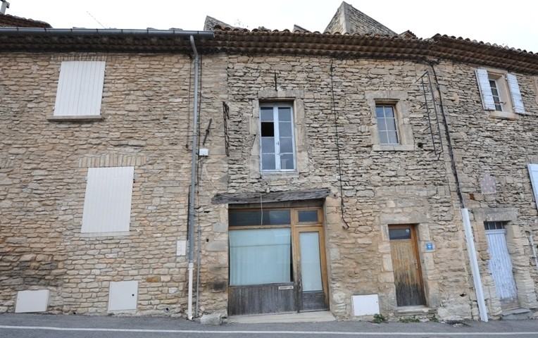 Gordes, maison de village avec possibilité de commerce