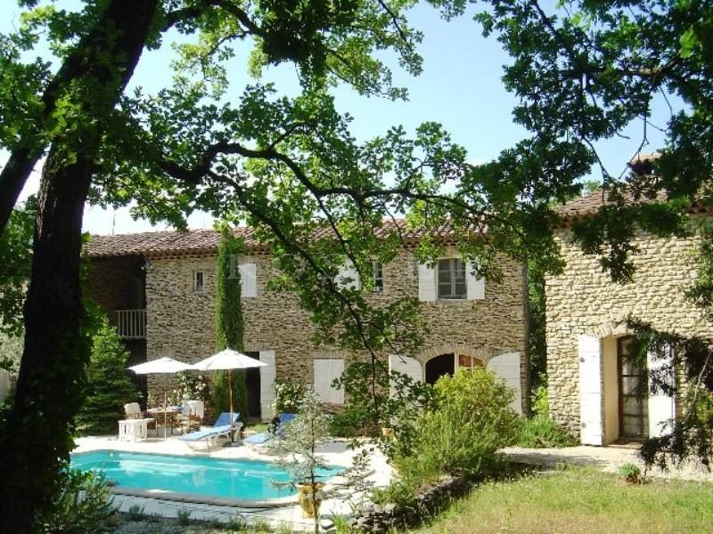 Proche Luberon, ensemble de deux maisons en pierres