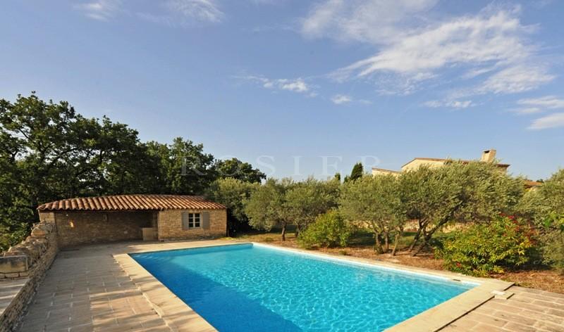 Proximité de Gordes et du Luberon,  belle maison en pierres avec vues dominantes