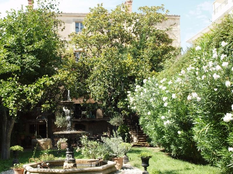 Ventes En Provence,entre Alpilles et Luberon, luxueux hôtel ...