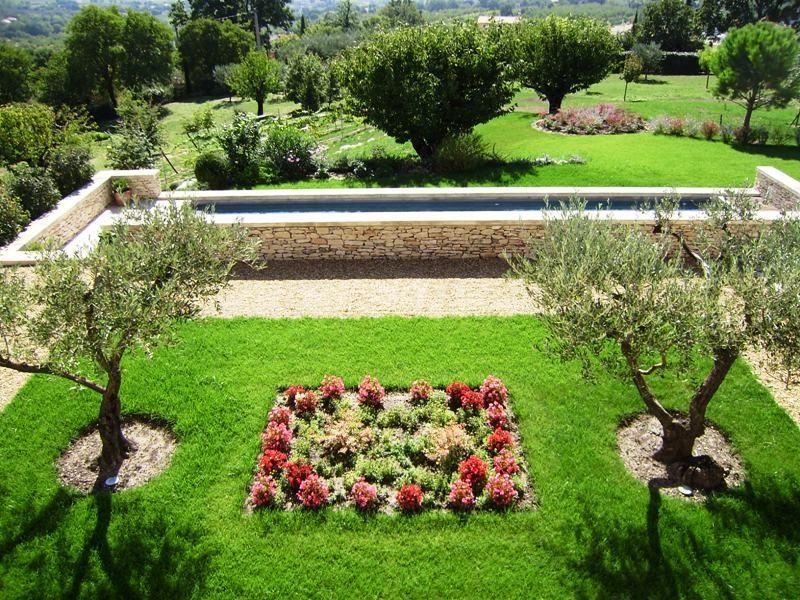 Luberon,  maison provençale avec superbes vues