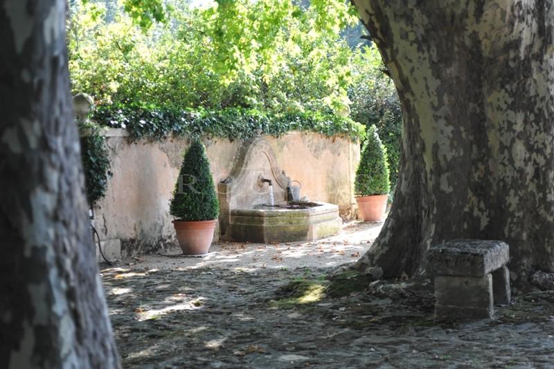 Ancien moulin du XVI siècle proche de Gordes, Goult et Menerbes rénové avec beaucoup de goût.