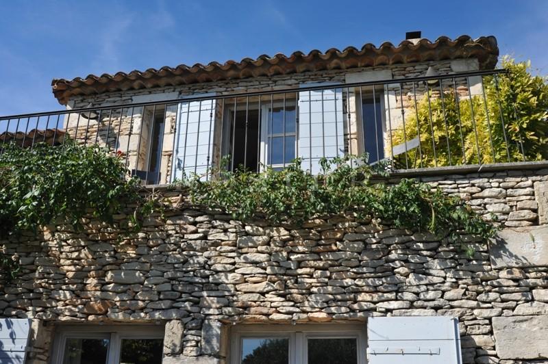 Gordes : proche du village avec belles vues sur la vallée du Luberon