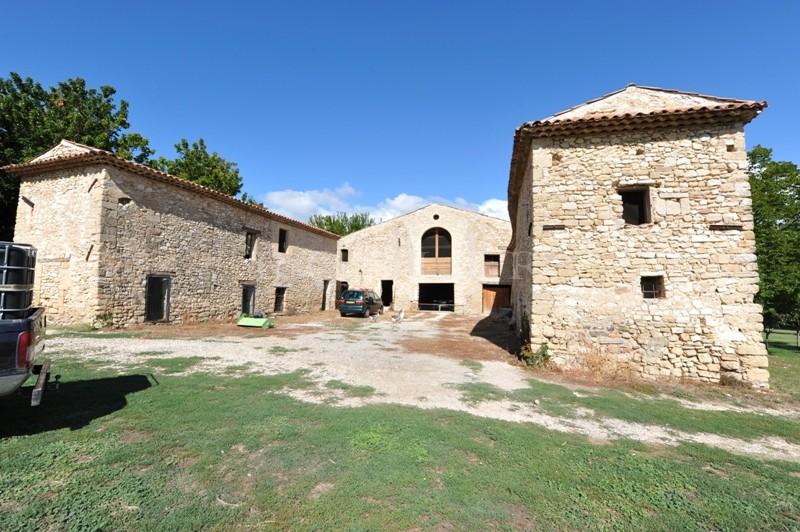 Exceptionnelle Propriété en Luberon sur près de 150 hectares avec source naturelle etre Ménerbes et Lacoste