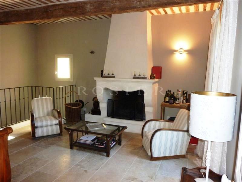 Au pied d'un village des Monts de Vaucluse,  à vendre,  bastide rénovée avec piscine et vue sur le Luberon