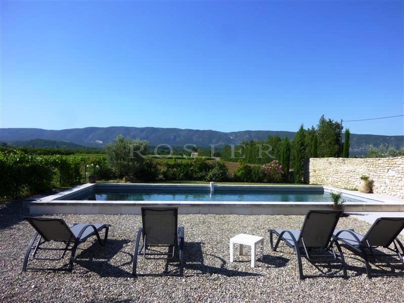Bastide rénovée avec piscine et vue sur le Luberon à vendre