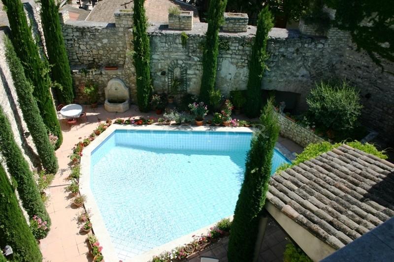 Exclusivité ROSIER : Au coeur d'un village du Luberon, maison de maitre à vendre.
