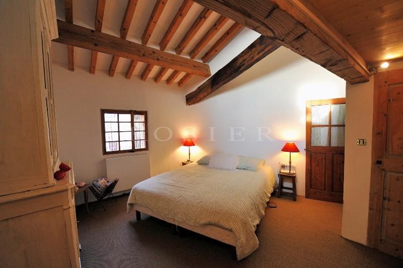En vente, dans un village médiéval du Luberon,  exceptionnelle maison fortifiée, datant du XIIème siècle,  offrant une vue panoramique exceptionnelle