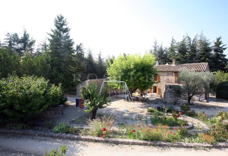 Authentique mas  perché entre Luberon et monts de Vaucluse sur plusieurs hectares de terres