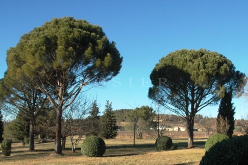 Bastide du 18ème Siècle avec vue  dominante sur le massif du Luberon