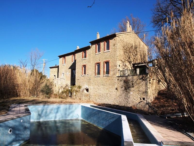 Ancien Moulin provençal avec piscine en vente avec vues sur le Ventoux et les village environnants