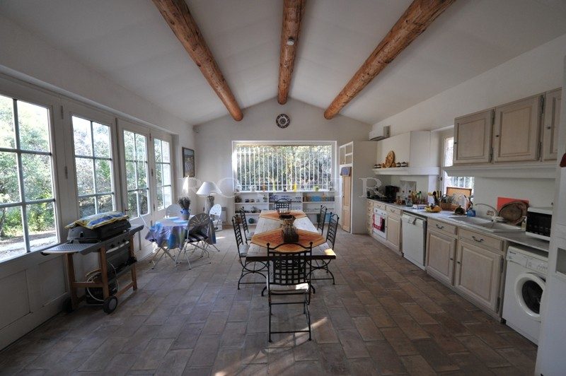 Luberon : A quelques pas de l'un des plus beaux villages de France,  dans un secteur très prisé,  superbe propriété à vendre par ROSIER à Gordes