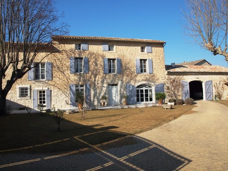 Proche des Antiquaires : Mas restauré au coeur d'un village réputé de la Provence