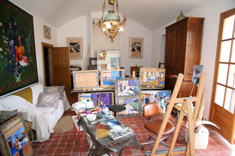 A vendre,  entre Gordes et Roussillon, propriété rare avec piscine et dépendances sur plus de 18 hectares