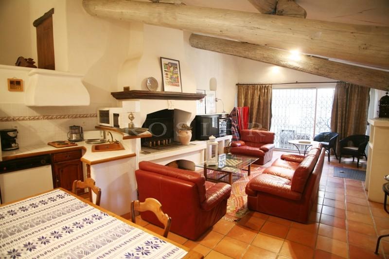 Entre Roussillon et Saint Saturnin lès Apt, en vente,  charmante maison de hameau avec parc et piscine en copropriété