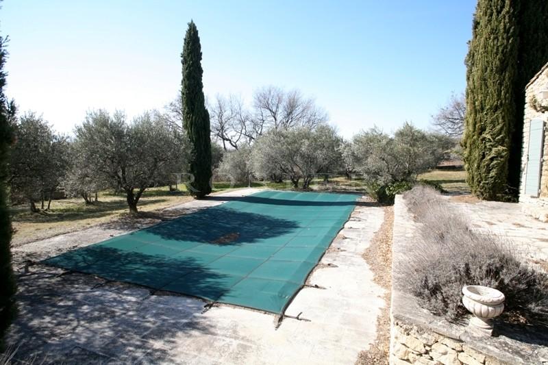 GORDES - Propriété de Famille à vendre dans un quartier recherché, avec piscine et court de tennis