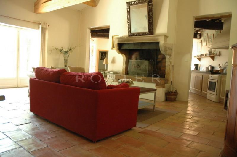 Aux abords d'un célèbre village du Luberon,  belle maison avec jardin et piscine, en vente à l'agence ROSIER à Gordes