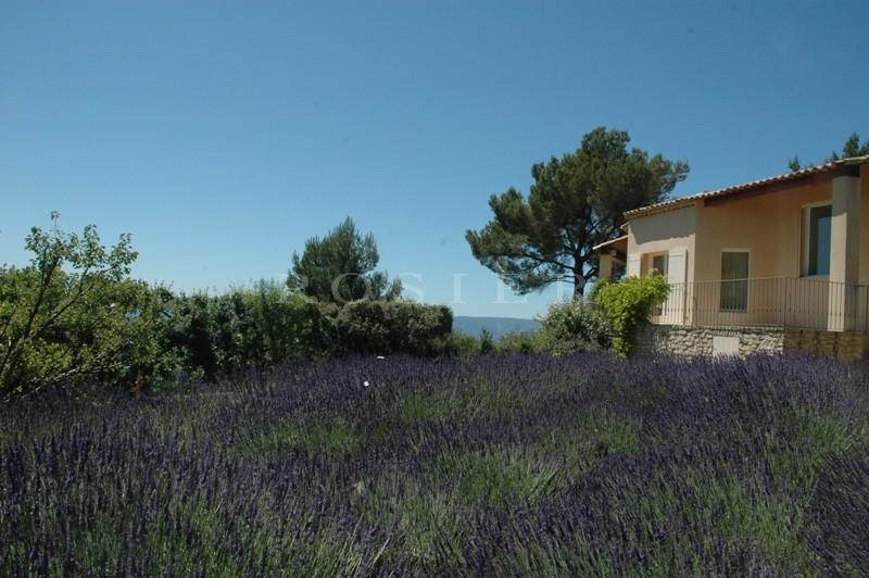 En vente en Luberon,  maison récente sur les hauteurs du village de Gordes,   sur terrain de 6 300 m² avec piscine et de sublimes vues,