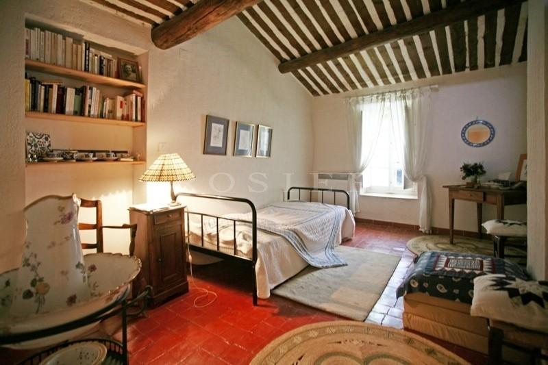 Luberon, en vente,  charmante maison de village avec terrasse panoramique offrant une vue par dessus les toits  sur la vallée et le Luberon